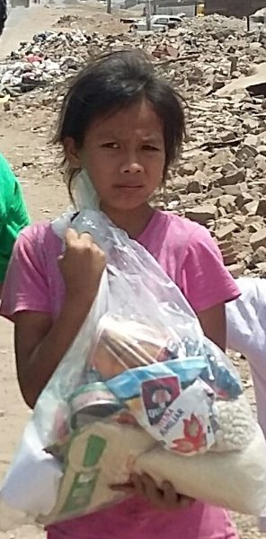 Project Peru distributing food baskets in one of the poorest local shanty town communities at Christmas time
